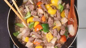 Xào ớt chuông và thịt bò