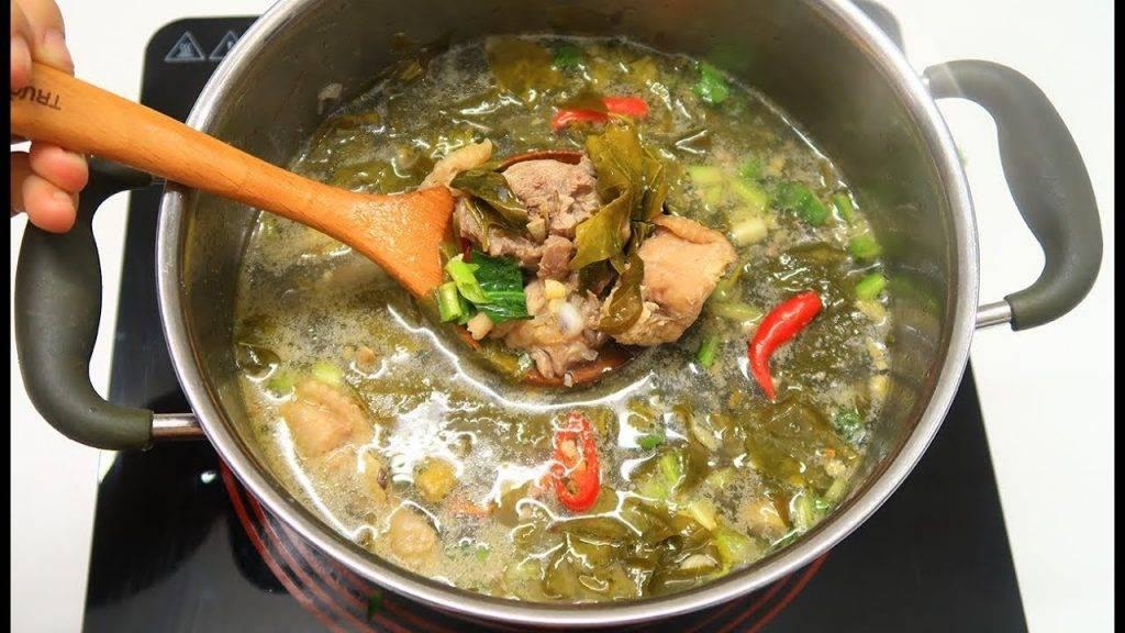 Nấu nước lẩu là công đoạn quyết định độ ngon của món ăn