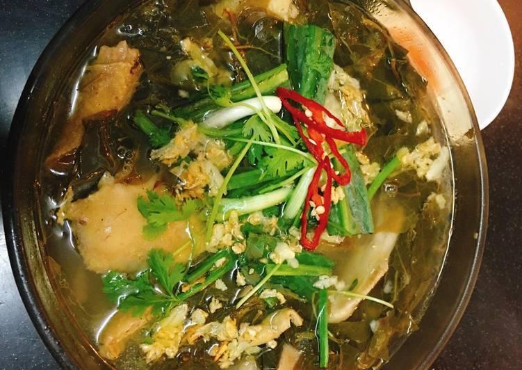 Lẩu gà lá giang là món ăn rất bổ dưỡng